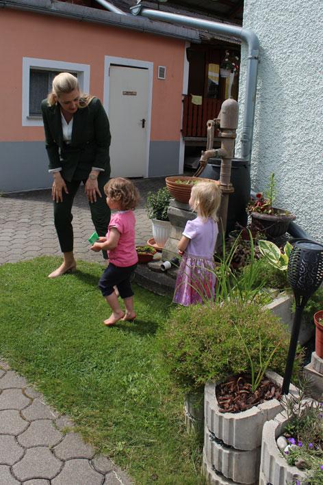 Christine Aschbacher Besucht Tagesmutter Tagesmutter Steiermark